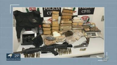 Polícia prende quatro suspeitos com drogas, um fuzil e R$ 30 mil em Campinas - Flagrante aconteceu no Jardim São Fernando na noite de quinta-feira (4).