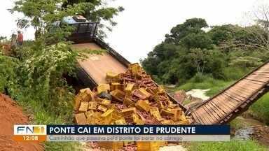 Caminhão despenca de ponte na zona rural de Presidente Prudente - Veículo transportava carga de batata-doce.