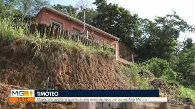 Calendário: Moradores da rua 39, reclamam de barrancos e perigo de desabamento em Timóteo - Quando chove, moradores do Bairro Ana Moura ficam preocupados com acidentes que podem ocorrer.