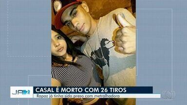 Motociclista e namorada são mortos a tiros em rua de Goiânia - Segundo a polícia, foram cerca de 25 disparos feitos contra o casal na Vila Martins.