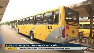 Termina a greve de ônibus em Londrina - Mas ontem(05) teve um apagão no terminal central da cidade