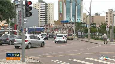 Trânsito complicado na região da rodoviária de Curitiba - Número de carros também é grande na região do Mercado Municipal.