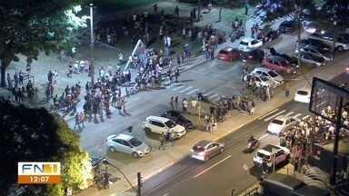 Policiais militares são hostilizados no Parque do Povo, em Presidente Prudente - Intervenção ocorreu após vários chamados feitos ao telefone 190 por perturbação do sossego.