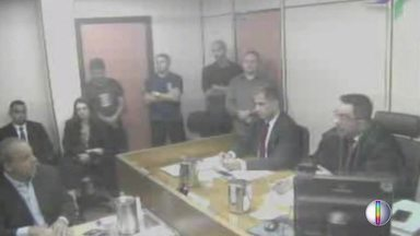 Cabral pede para depor e relata propinas em governos do RJ desde o fim dos 80 - Assista a seguir.
