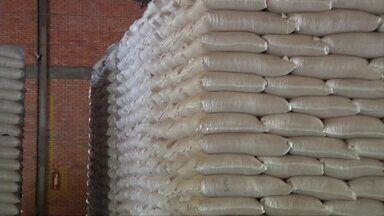 Cadastro vencido de produtores rurais acumula produtos nos galpões da Conab - A lei mudou, agora a atualização do cadastro deve ser feita anualmente; falta de cadastro impede a compra de produtos de baixo custo da Conab.