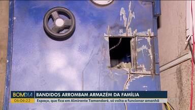 Armazém da família é arrombado pela terceira vez em um ano - Os bandidos abriram um buraco na parede, invadiram o prédio e levaram o dinheiro do cofre.