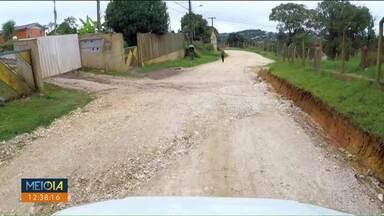 Calendário do Meio-dia Paraná chega a Almirante Tamandaré - Moradores da rua Laranjeiras reclamam de obras paradas há mais de seis anos.