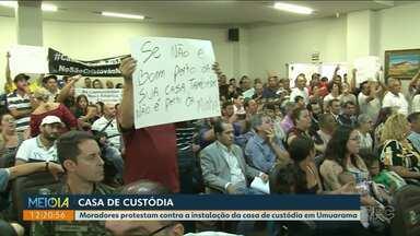Vereadores votam pra instalação da Casa de Custódia - População comparece na sessão e protesta com faixas e cartazes.