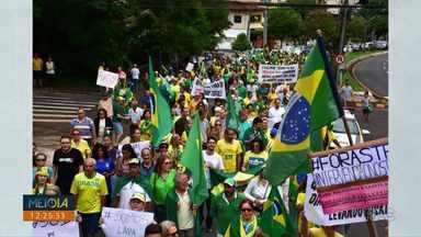 Domingo de manifestações políticas em Londrina e Curitiba - Grupos se mobilizaram pela Lava-jato e, outro grupo, contra a prisão de Lula.