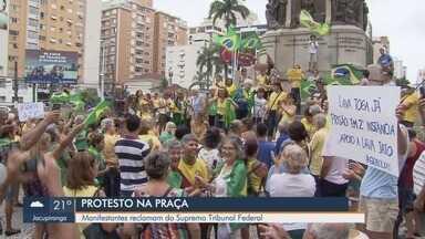 Manifestantes protestam em Santos contra atuação do Supremo Tribunal Federal - Proteste ocorreu na tarde deste domingo (7) na Praça de Independência.