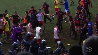 Briga entre jogadores e comissão técnica de Atlético-GO e Vila Nova deixa feridos - Confusão começou depois do apito final do segundo jogo da semifinal do Campeonato Goiano.