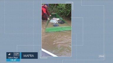Giro: Bombeiros retomam buscas por desaparecido após embarcação virar em rio de SC - Giro de notícias: Bombeiros retomam buscas por desaparecido após embarcação virar em rio de SC