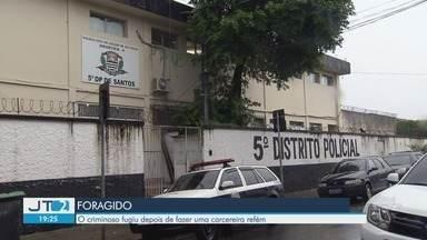 Polícia tenta localizar jovem que fugiu de cadeia em Santos - Ele ameaçou carcereira com uma faca e fugiu. Quando era menor, em 2013, participou da morte do médico Marco Antônio Loss.