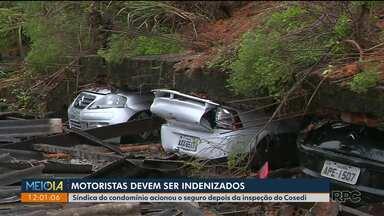 Motoristas que tiveram os carros destruídos por queda de muro devem ser indenizados - A síndica do condomínio entrou com um pedido na seguradora depois da inspeção do Cosedi.