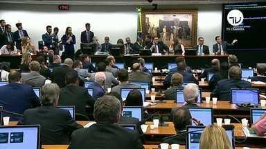 Relator apresenta parecer favorável à reforma da Previdência - O presidente da CCJ negou todas as questões de ordem para atrasar a leitura do relatório.