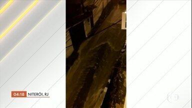 Moradores de Niterói (RJ) registram enxurradas nas ruas da cidade - Moradores enviaram vídeos de enxurradas que se formaram nas ruas da cidade.Chove forte em Niterói e são registrados vários pontos de alagamento