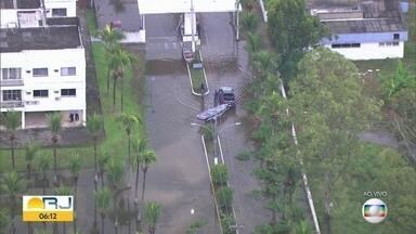 Vila Militar fica debaixo d'água após fortes chuvas - Vila Militar fica debaixo d'água após fortes chuvas