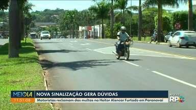 Motoristas reclamam de sinalização de avenida - Quem passa em cima dessa faixa é multado