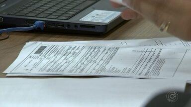 Contadores orientam realizar declaração de Imposto de Renda - Contadores orientam a fazer a declaração do imposto de renda. Tem muita gente que já fez a declaração e está livre dessa obrigação. Em Tatuí, estudantes da Fatec estão dando ajuda gratuita.