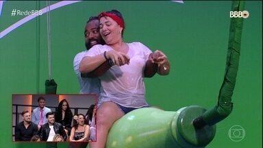 Elenco do BBB 19 confere alguns dos melhores momentos do programa - Alan e Paula disputam o grande prêmio