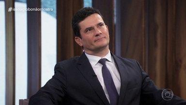 Isso a Globo Não Mostra - 13º episódio - No quadro de humor do Fantástico, veja as notícias da semana tratadas de uma forma leve, além de brincadeiras com cenas exibidas na programação da TV Globo.
