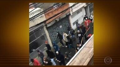Confronto entre torcedores do São Paulo e do Corinthians deixa 14 feridos - A briga foi antes do primeiro jogo da final do campeonato paulista. Moradores filmaram torcedores carregando barras de ferro e pedaços de madeira pelas ruas.