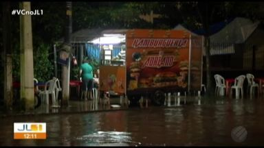 Moradores de Belém sofrem com alagamentos após chuva do último domingo, 14 - Mau tempo deixou o Aeroporto de Belém.