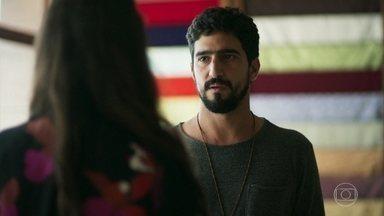 Jamil conta a Zuleika porque veio para o Brasil - Ela fica surpresa quando ele confessa que está no país para procurar Laila