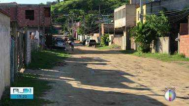Menina de 15 anos leva facada da própria mãe que estava alcoolizada em São Pedro da Aldeia - Assista a seguir.