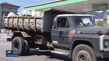 Descarte de entulho e invasão são problemas a serem combatidos em São Vicente - Os resultados estão longe de serem satisfatórios.