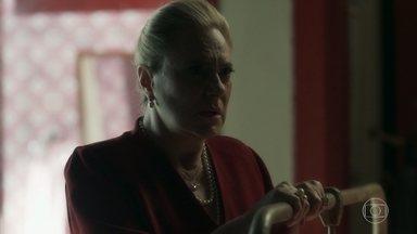 Mirtes ofende Adamastor - Beata não se conforma com o fato do rapaz ser o doador de Stella