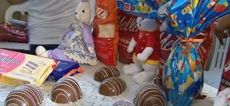 Voluntários fazem ações em Ituiutaba, entre elas doações de ovos de Páscoa - Além do chocolate, cerca de 200 famílias são auxiliadas com cursos profissionalizantes.