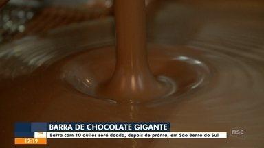 Cidade de SC prepara barra de chocolate de 11 metros para dividir com moradores na Páscoa - Cidade de SC prepara barra de chocolate de 11 metros para dividir com moradores na Páscoa