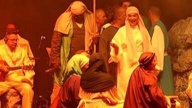 Primeira Igreja Batista de Mogi apresenta musical de Páscoa - Mais de cem pessoas fizeram parte do elenco que emocionou o público com a história de Jesus Cristo. O espetáculo pode ser conferido ainda nesta quinta, sexta e sábado às 20h.