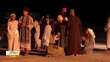 Moradores revivem momentos da bíblia com apresentação da Paixão de Cristo - Moradores revivem momentos da bíblia com apresentação da Paixão de Cristo