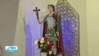 Dia de Santo Expedito é comemorado em Praia Grande - A data é comemorada no dia 19, mas acabou coincidindo com a sexta-feira Santa. Fiéis lotaram a igreja.
