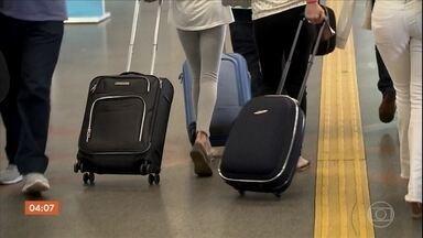 Pesquisa mostra que brasileiros estão reclamando mais dos serviços das companhias aéreas - O levantamento da Secretaria Nacional do Consumidor mostra que o aumento no número de reclamações coincide com as mudanças nas regras do despacho de bagagens.