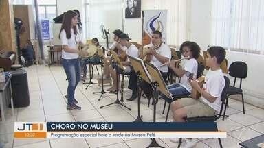 Dia Nacional do Choro tem programação especial no Museu Pelé, em Santos - Data é comemorada nesta terça-feira (23) e evento em comemoração começa às 15h no Museu Pelé.