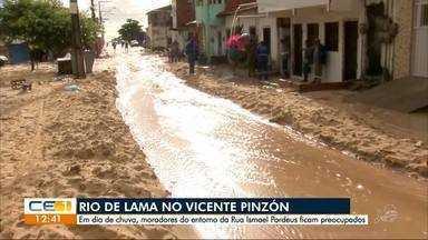 Ruas do Vicente Pinzón viram rio de lama - Confira outras notícias no g1.com.br/ce