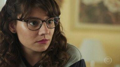 Raíssa conta a Rita e Thiago que um rapaz está desaparecido - Thiago se desculpa por ter flagrado Rita no banheiro