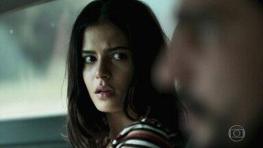 Jamil pede que Laila solte suas mãos - Laila avisa que ainda não confia no amado. A polícia também começa a desconfiar das intenções de Jamil