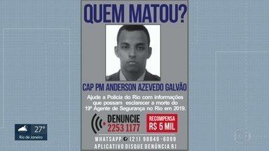 Um capitão da Pm foi morto enquanto cortava o cabelo. - O crime foi na tarde desta terça-feira, em Jjacarepaguá. O capitão PM Anderson Galvão tinha 35 anos. O disque-denúncia oferece R$5 mil reais para quem der pistas dos assassinos. É o 19º morto no Rio em 2019.