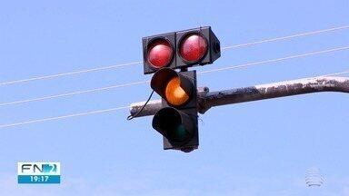 Alunos reclamam de problema em semáforo no Ceatran - Instrutores alegam que situação ocorre há 40 dias.