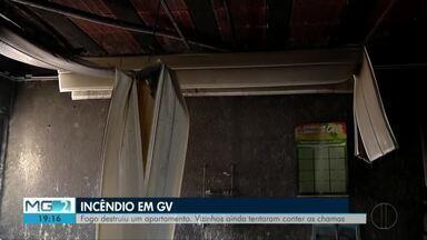 Corpo de Bombeiros combate incêndio em apartamento em Governador Valadares - Ninguém ficou ferido e as causas do incêndio são desconhecidas.