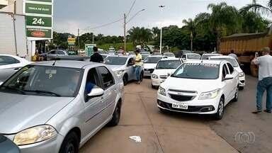 Motoristas protestam contra aumento do etanol e fazem fila para abastecer R$ 0,50 em Goiás - O litro álcool que era vendido na capital em média a R$ 2,99 semana passada está custando, agora, até R$ 3,29.