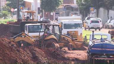 Atraso nas obras do viaduto da Avenida Dez de Dezembro - Apenas 17,8% da obra está pronta; previsão era ter concluído 44,5% até agora.