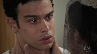 Larissa conta armação de Vanessa para Diego - A ex noiva de Quinzinho se declara para Diego e o rapaz fica mexido