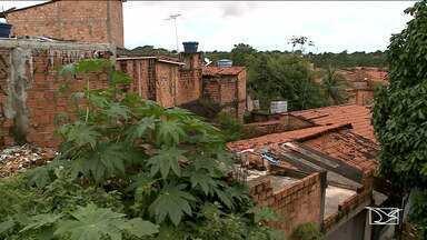 Consequências das chuvas preocupam moradores em São Luís - Preocupação ocorre nos bairros Vila Lobão em Santo Antonio, onde há várias casas construídas em áreas de morro.
