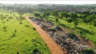 Cidade do interior de SP usa drones para combater o descarte irregular de lixo - Hoje, existem cerca de 200 áreas de descarte irregular de lixo em São José do Rio Preto. A limpeza desses locais custa quase R$ 1 milhão.