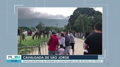 Devotos participam de atividade em comemoração ao Dia de São Jorge, em Maricá, no RJ - Assista a seguir.